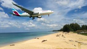 Vliegtuig in de strand het landen tijd Stock Foto