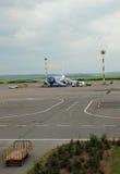 Vliegtuig die aan vlucht, Chisinau, Moldavië, 21 Mei, 2014 voorbereidingen treffen Stock Afbeeldingen