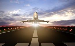 vliegtuig die baan opstijgen Stock Foto's