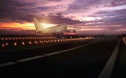 vliegtuig die baan opstijgen Royalty-vrije Stock Afbeelding