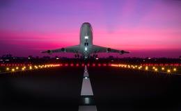 vliegtuig die baan opstijgen Stock Foto