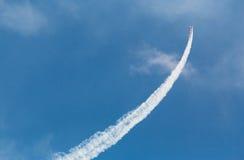 Vliegtuig die luchtmanoeuvre doen Royalty-vrije Stock Foto's