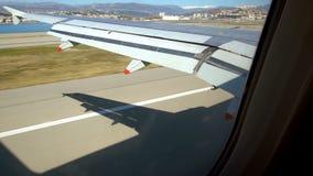 Vliegtuig die met het water landen stock video