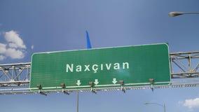 Vliegtuig die Nakhchivan landen stock footage