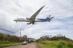Vliegtuig die op Pasen-Eiland landen Royalty-vrije Stock Foto
