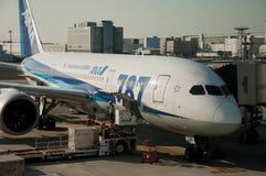Vliegtuig die op vertrek onder onderhoud wachten stock afbeelding