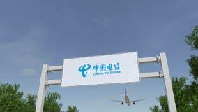 Vliegtuig die over de reclame van aanplakbord met China Telecom-embleem vliegen Het redactie 3D teruggeven Stock Foto's