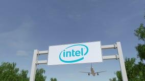 Vliegtuig die over de reclame van aanplakbord met Intel Corporation-embleem vliegen Redactie 3D het teruggeven 4K klem stock footage