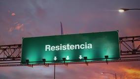 Vliegtuig die Resistencia landen tijdens een prachtige zonsopgang stock footage