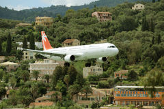 Vliegtuig die voorbereidingen treffen te landen Royalty-vrije Stock Afbeelding