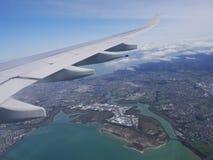 Vliegtuig en de hemel Stock Foto's