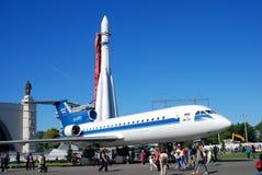 Vliegtuig en raket bij VDNH-park in Moskou wordt getoond dat Royalty-vrije Stock Foto