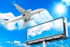 Vliegtuig en ReuzeAffiche Stock Fotografie