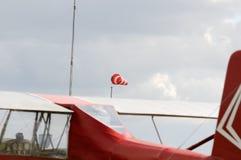 Vliegtuig en windkegel royalty-vrije stock afbeeldingen