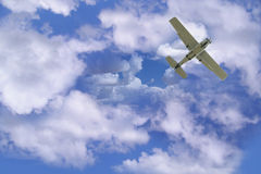Vliegtuig in hemel Stock Fotografie