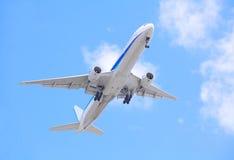 Vliegtuig het opstijgen Royalty-vrije Stock Afbeeldingen