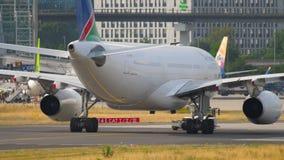Vliegtuig het slepen van de dienst stock videobeelden