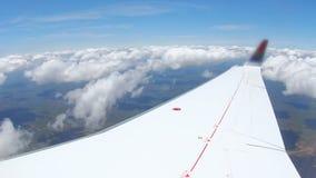 Vliegtuig het vliegen stock video