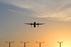 Vliegtuig. het vliegen, het landen Royalty-vrije Stock Foto's