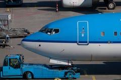 Vliegtuig klaar voor het inschepen Stock Foto's
