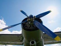 Vliegtuig met de zon stock afbeelding