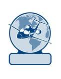 Vliegtuig op de achtergrond van het planeetsymbool van luchtvervoer Royalty-vrije Stock Foto
