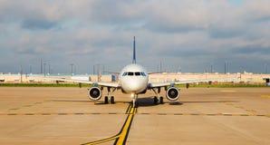 Vliegtuig op de Baan Stock Afbeeldingen