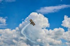Vliegtuig op hemel 2 Royalty-vrije Stock Afbeeldingen