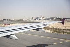 Vliegtuig op het vliegveld stock afbeelding