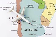 Vliegtuig op kaart Stock Afbeelding