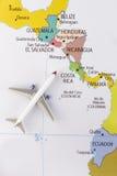 Vliegtuig op kaart Royalty-vrije Stock Foto's