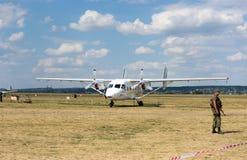 Vliegtuig op vliegveld in Kharkiv airshow Royalty-vrije Stock Afbeeldingen