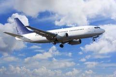Vliegtuig op wolken Royalty-vrije Stock Afbeeldingen