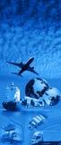 Vliegtuig over Blauwe hemel Stock Afbeeldingen