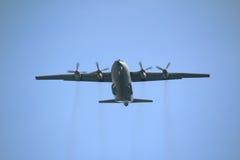 Vliegtuig over de blauwe hemel Royalty-vrije Stock Afbeelding
