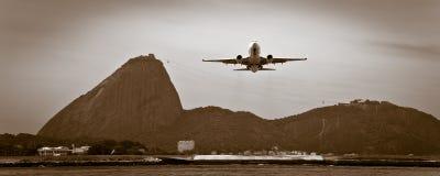Vliegtuig over Rio de Janeiro Stock Foto's