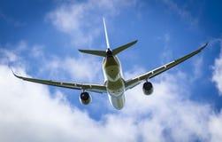 Vliegtuig tijdens de vlucht Royalty-vrije Stock Afbeeldingen