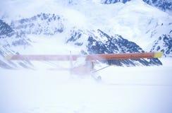 vliegtuig van de de Pijperstruik van ï ¿ ½ het Super Cubï ¿ ½ op gletsjer in St Elias National Park en Domein, Wrangell-Bergen, W Royalty-vrije Stock Fotografie
