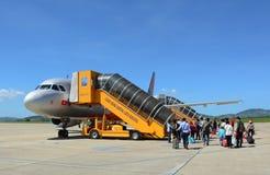 Vliegtuig van Jetstar klaar voor start Stock Foto's