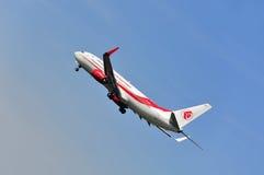 Vliegtuig van Lucht Algerie boven de luchthaven van Frankfurt Royalty-vrije Stock Fotografie
