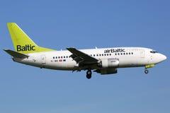 Vliegtuig van lucht het Baltische Boeing 737-500 Royalty-vrije Stock Afbeeldingen