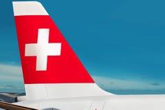 Vliegtuig van Zwitserse luchtvaartmaatschappij op luchthaven Stock Afbeelding