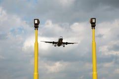 Vliegtuig voor het landen Stock Afbeeldingen