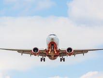 Vliegtuig vooraanzicht, het landen benadering, luchtvaartlijn Air Berlin stock foto