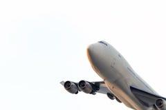 Vliegtuig in zonsondergang Stock Afbeeldingen