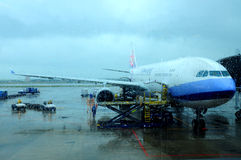 Vliegtuigen achter een mistig glas Stock Foto