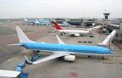Vliegtuigen bij de Luchthaven Royalty-vrije Stock Fotografie