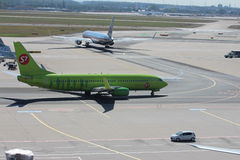 Vliegtuigen bij de Luchthaven van Frankfurt stock foto