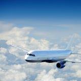 Vliegtuigen in de hemel Stock Foto