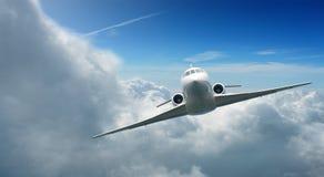 Vliegtuigen in de hemel Stock Foto's